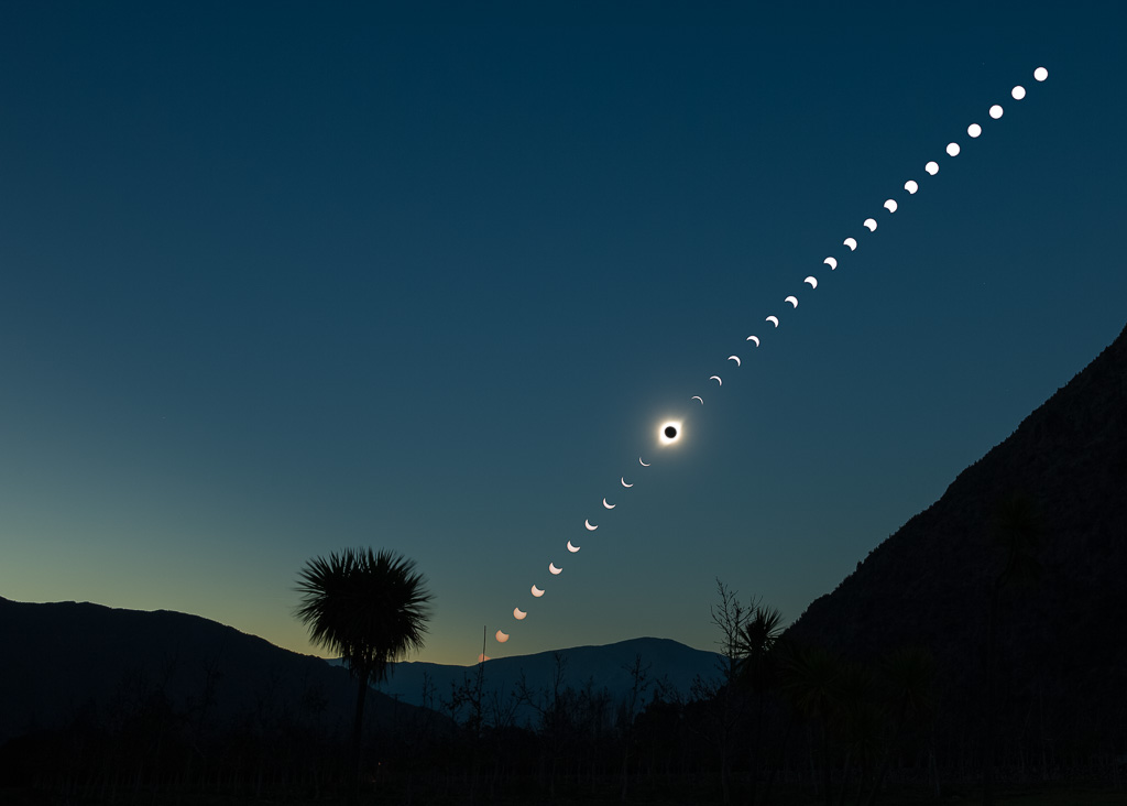 Time_Lapse_of_Total_Solar_Eclipse_LoRes