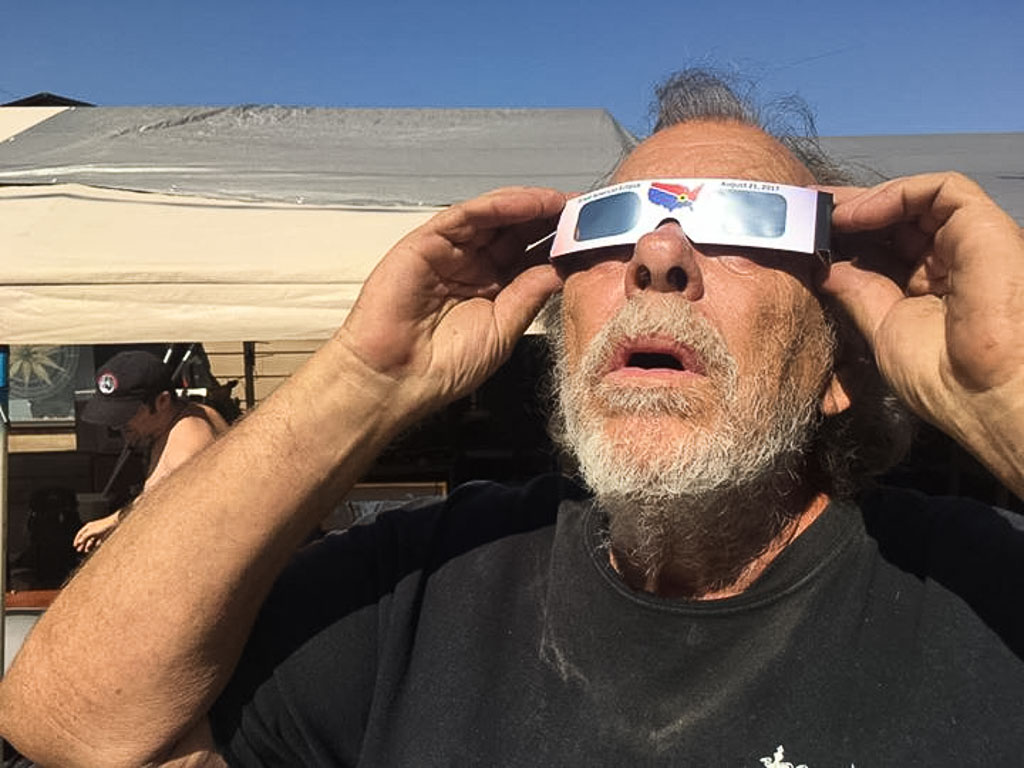 Watching_the_Solar_Eclypse_in_New_Orleans_-_August_21_2017_LoRes
