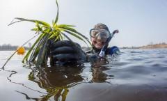 Samen met Hella van der Wijst onder water in de Wieden voor het programma Geloof en een Hoop Liefde. Genieten en mijn passie uitdragen.