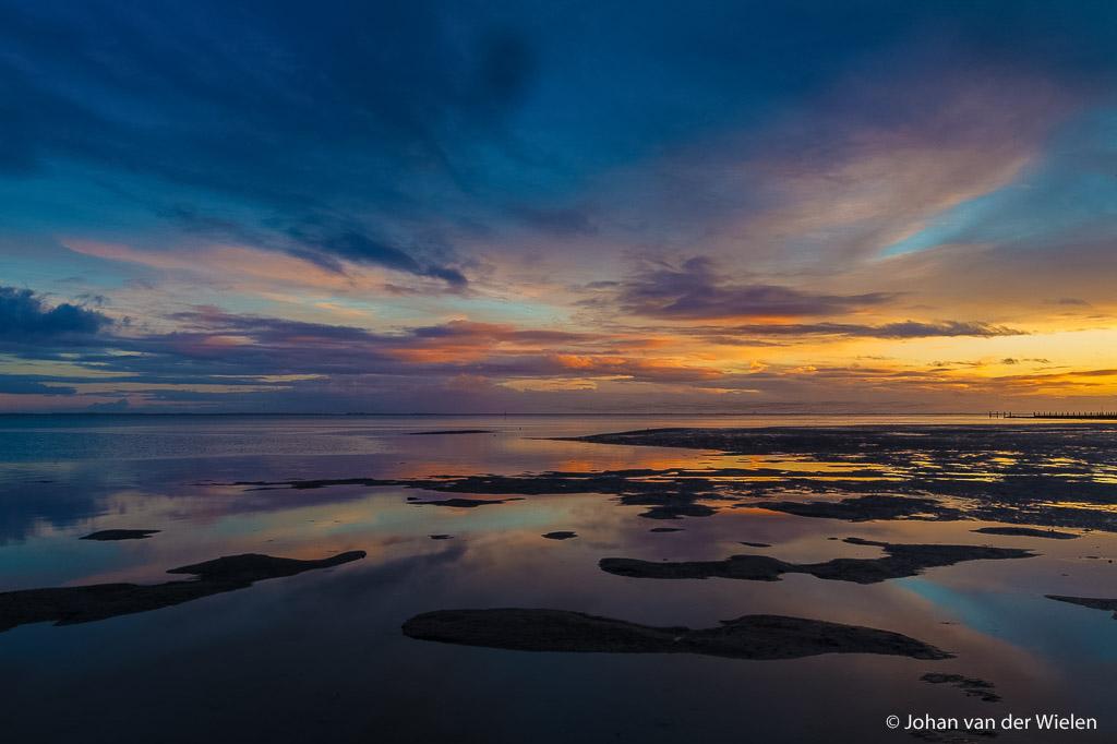 zonsondergang boven het wad; sunset over the mudflat