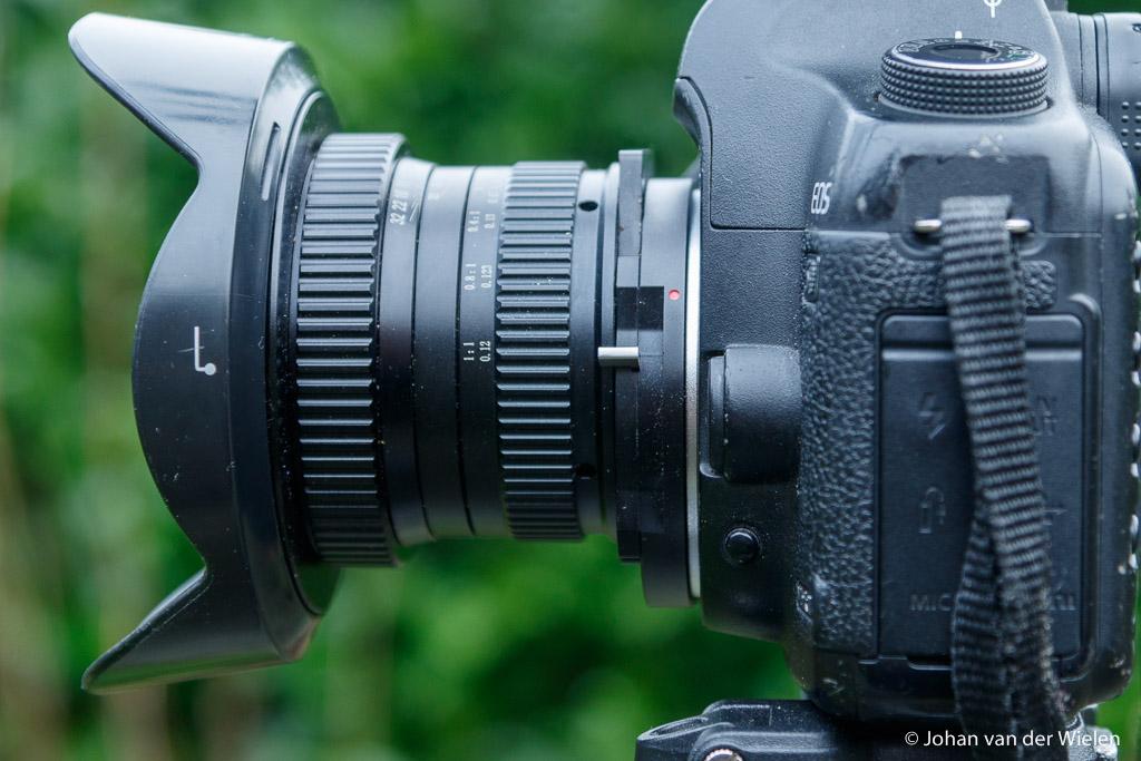 Lens t.o.v. de camera naa r boven shift, daarmee komt het midden van de lens bovenin de sensor en kun je rechtuit richten (alle lijnen recht) terwijl in de horizon toch onderin staat