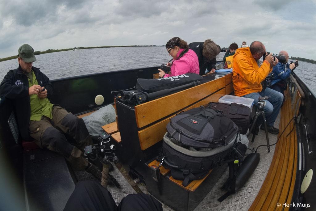 Workshops is zóóó makkelijk geld verdienen… zij fotograferen terwijl ik facebook check. Oh ja, die boot van natuurmonumenten is ook gratis hoor.