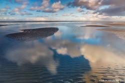 De polarisatiefilter maakt combinaties van reflecties in het water en het kijken door het wateroppervlak heen mogelijk