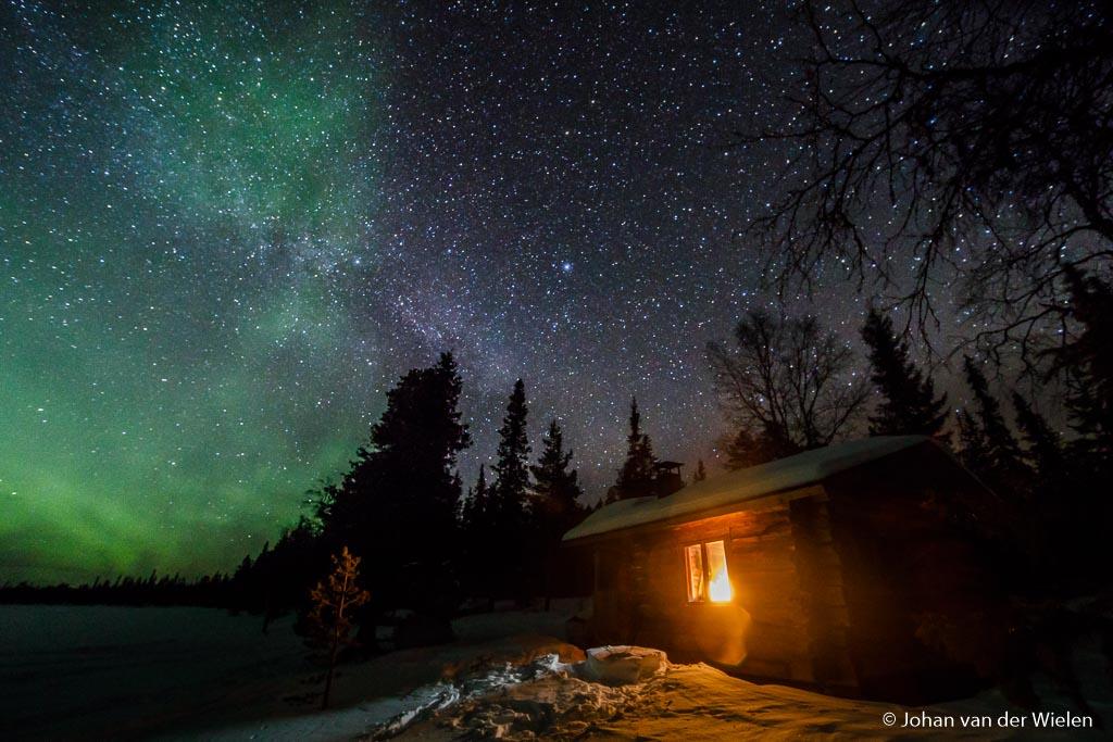 Groothoek èn lichtsterk… ultieme combinatie voor noorderlicht. In deze open wildernis hut verbleef ik in Lapland onderweg terug van Noorwegen naar Finland.
