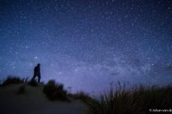Selfie in de nacht bij opkomende Melkweg, f/2.8, ISO12.800 en 10sec.