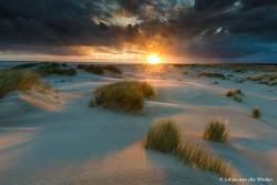 Indrukwekkende zonsopkomst... zo'n moment dat je hoopt dat hij even door de wolken wil prikken