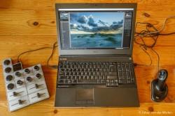 Uitbreiding aan je toetsenbord en muis: een mengpaneel met knoppen en schuiven voor de fotonabewerking.