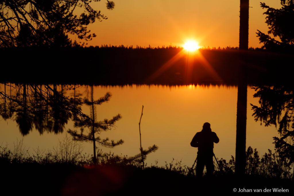 Genieten van de zonsondergang, op nog geen 5 min wandelen van ons 'thuis'