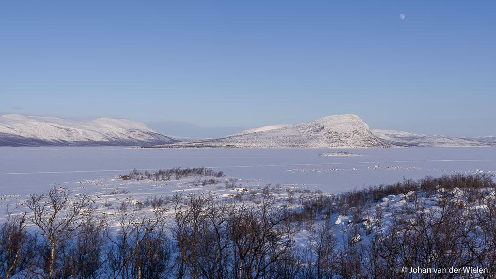 Eén van de eerste shots die ik ermee maakte in het verre noorden van Zweden. De maan boven het winterse landschap.
