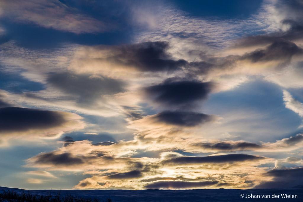 Waanzinnige parelmoer wolken met indrukwekkende kleuren