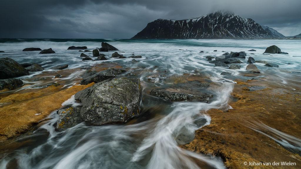 Donker weer mer harde storm, op en top Lofoten
