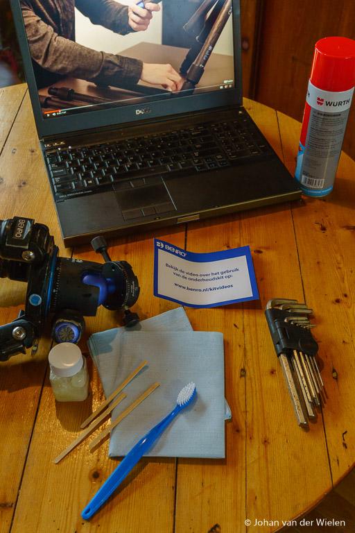 De cleaning set gekocht, laptop met het Benro filmpje aan en al het gereedschap klaargelegd… Het groot onderhoud kan beginnen!