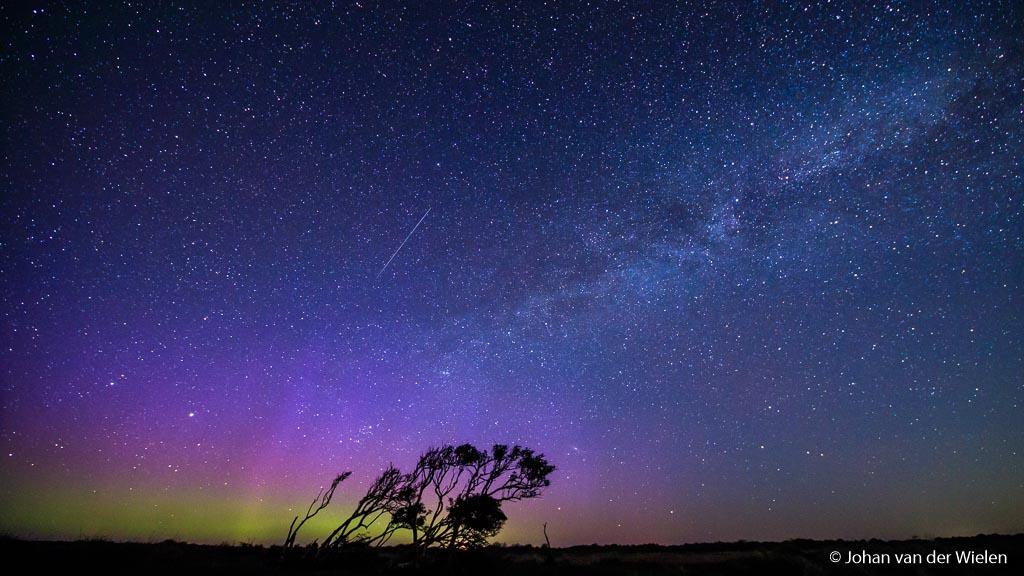 Noorderlicht op Schiermonnikoog, met 11mm krijg je dan ook de Melkweg erop!