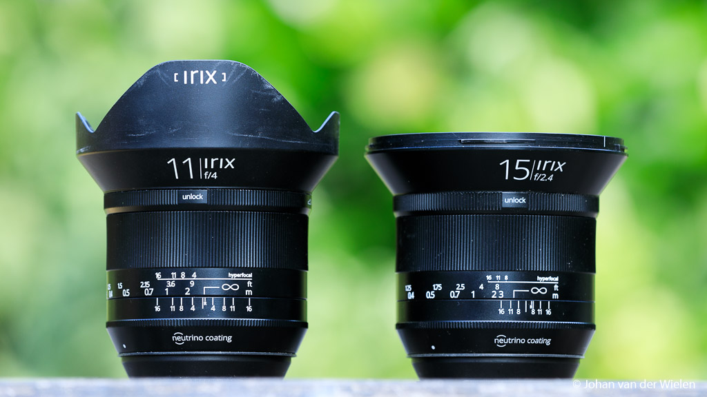 De broertjes naast elkaar, ondanks de 4mm en het verschil in lichtsterkte zijn ze wat grootte betreft vergelijkbaar