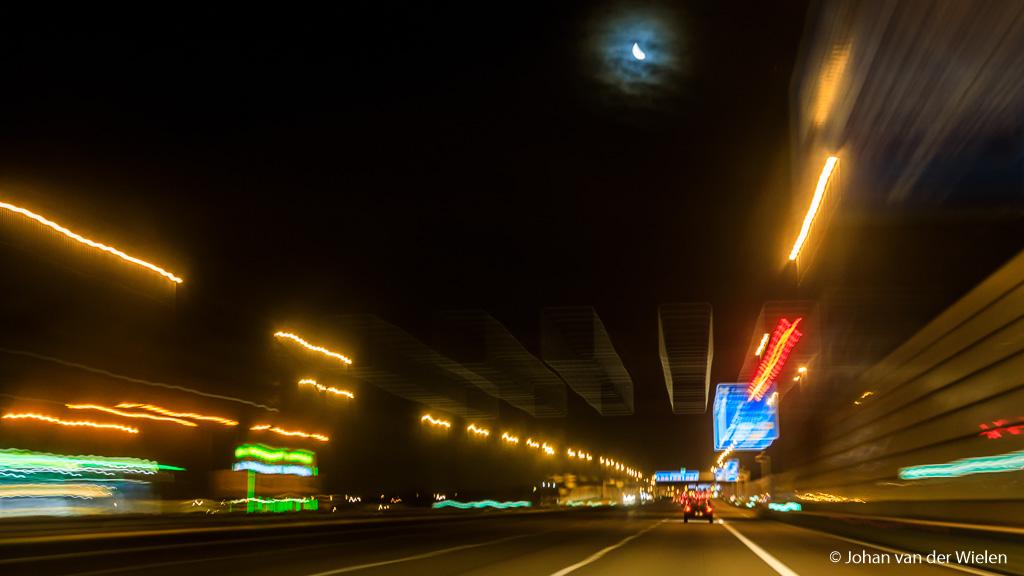 Vind je het gek dat een Amsterdammer de grote beer niet kan vinden... zelfs de maan heeft moeite zichtbaar te zijn