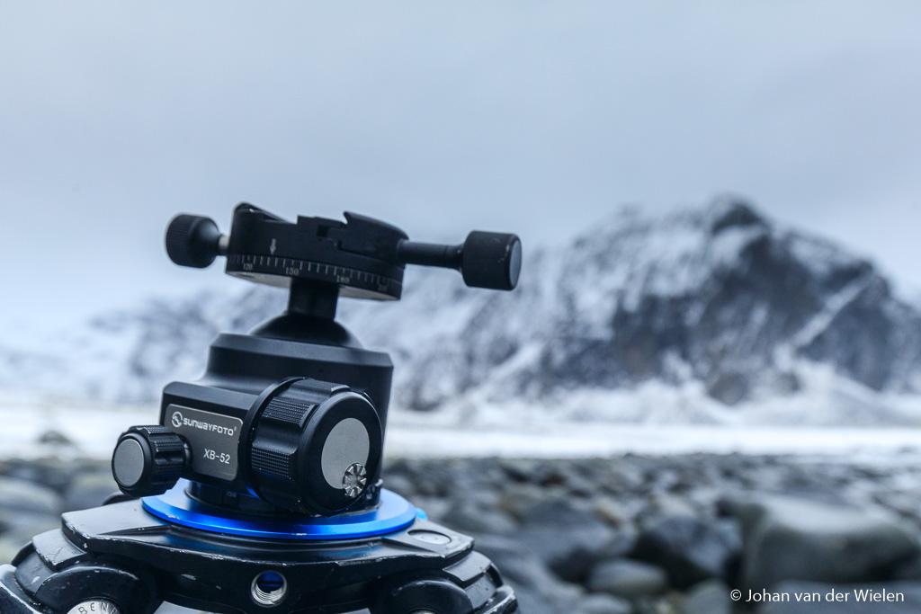 Ondanks weer, wind en kou geeft de Sunwayfoto XB-52 geen krimp!