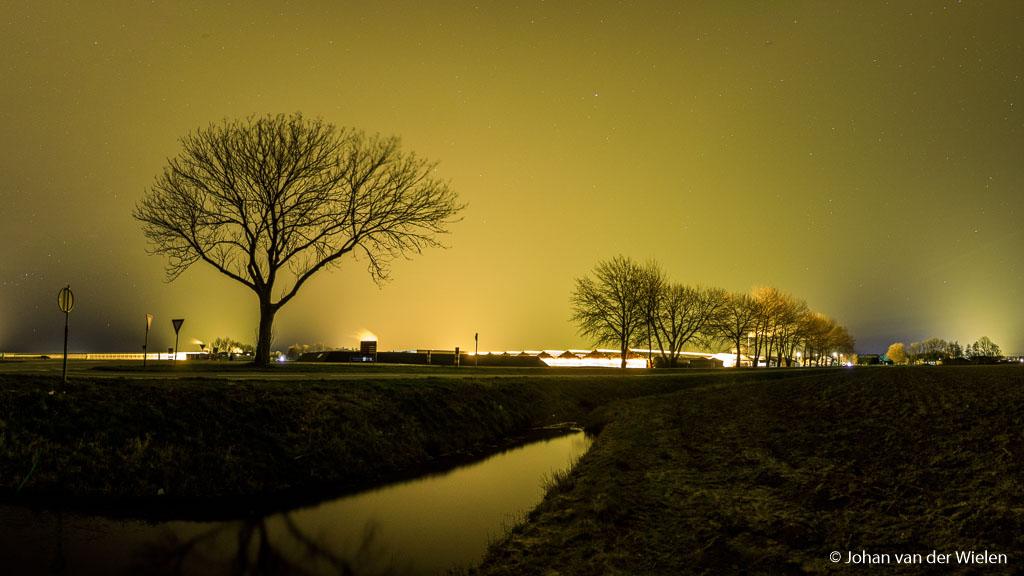 Kassencomplex bij Luttelgeest (NO polder) op kraakheldere nacht... zie jij nog sterren?