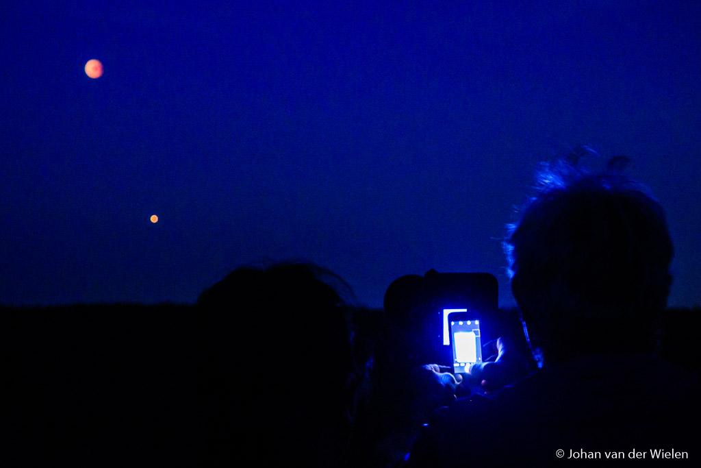 De achterkant van mijn camera blijkt interessanter dan de bloedmaan of planeet mars.