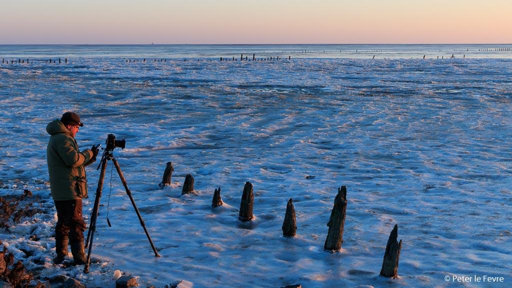 's morgens vroeg samen op het bevroren wad bij Moddergat.
