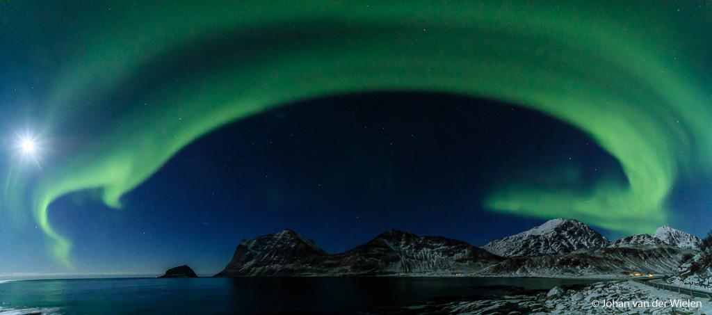 Panorama met 5 beelden van de band van het noorderlicht