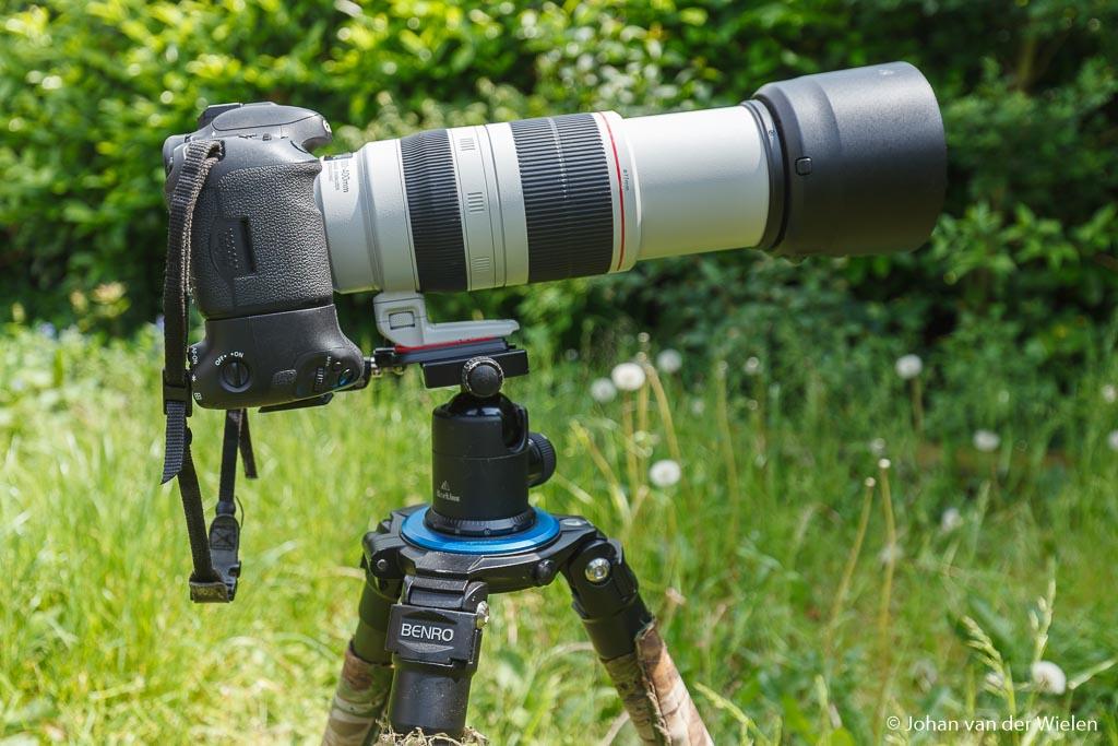 Zware camera met zware lens (zet de lens via de statiefgondel op het statief!) behoeft een sterk statief!