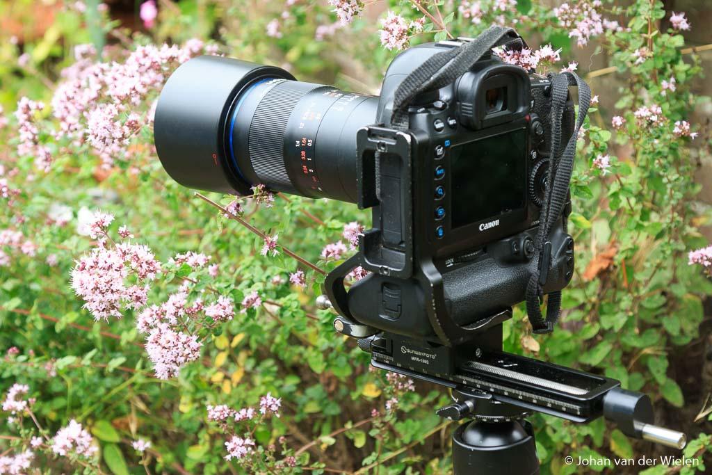 Zo werkt de Laowa 100mm f/2.8 2x macro lens het mooiste, vanaf statief en met een macro focussing rail.