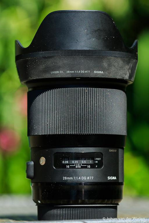 De Sigma 28mm f/1.4 ART is geen kleine lens maar zeer degelijk gebouwd.