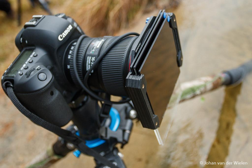 Camera met plaatfilters in actie. Voordeel van deze houders is dat je meerdere filters tegelijk kunt gebruiken.