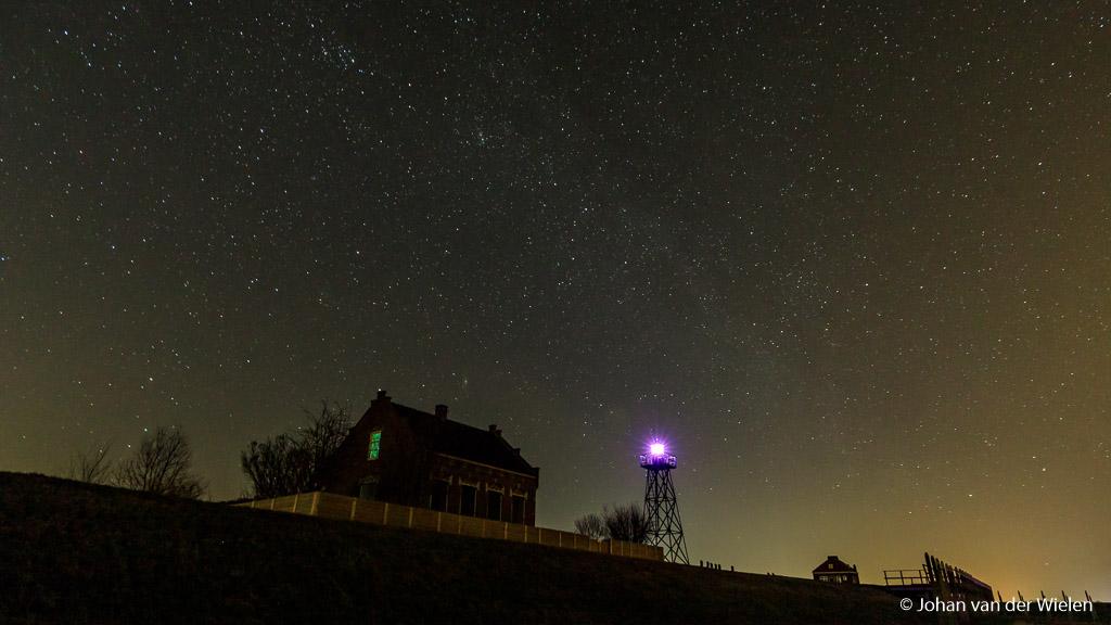 Het lichtwachterswoning op de haven van Schokland met de 'vuurtoren'.