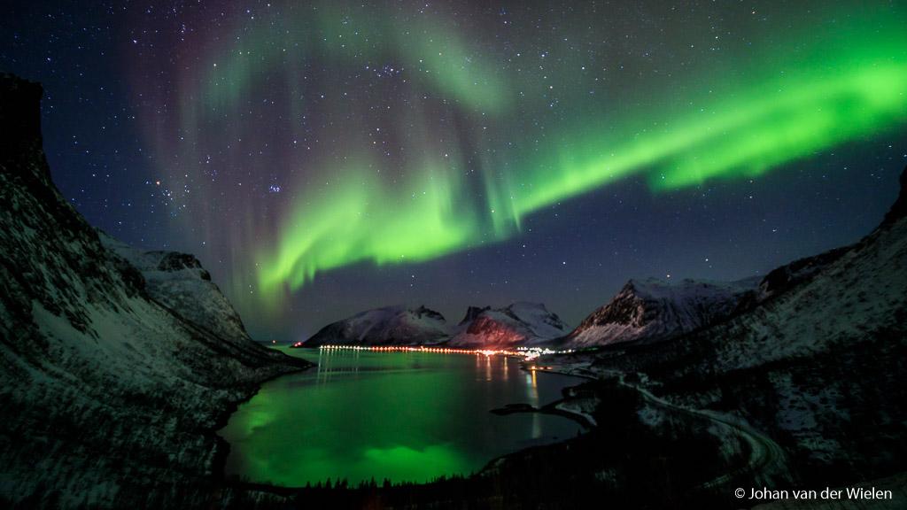 Hoe mooi, de combinatie van noorderlicht èn het Noorse vissersdorpje in ook nog eens de correcte kleur.