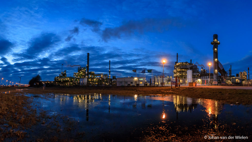 Hoe erg is lichtvervuiling? Elk zichzelf respecterende fabriekstoren schijnt al 25 lampen te moeten hebben die per definitie de hele nacht moeten branden… en waarvoor?